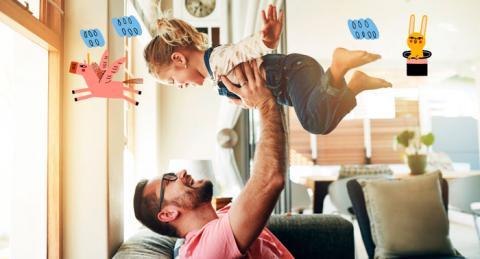 Pare jugant amb la seva filla petita